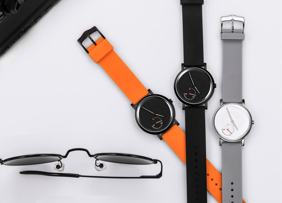 One style can unlock the door without charging couple smart watch